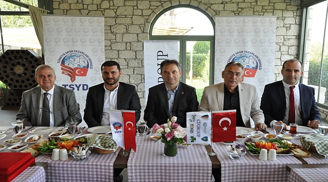 İzmir'de voleybol şöleni