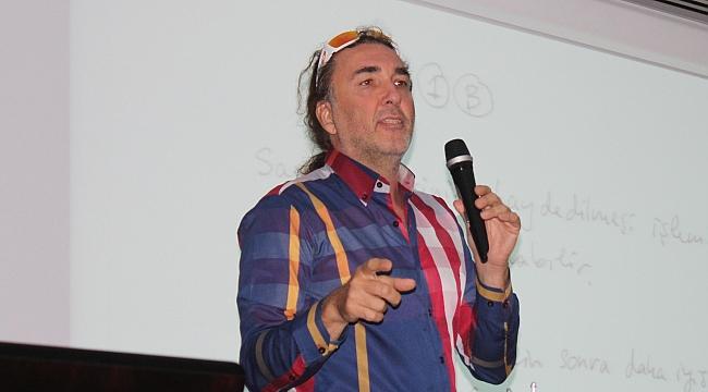 Sanatçı Genco Gülan, EÜ'ye konuk oldu
