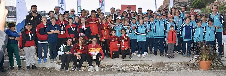Foça'da Yelkenciler ''Atatürk Kupası'' İçin Yarıştı
