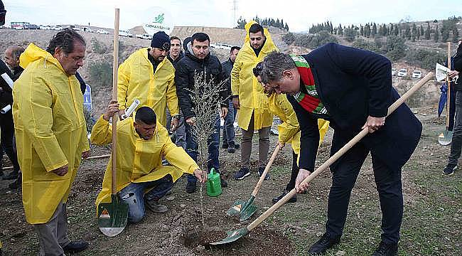 Karşıyaka'da 15 bin 500 fidan toprağa kavuştu