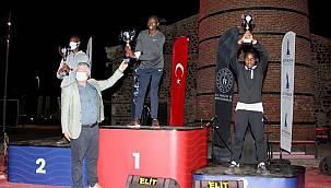 Maratonİzmir'de kupalar dağıtıldı