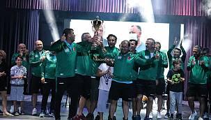 Uluslararası Dünya Barış Kupası'nda Şampiyonlar Ege'den