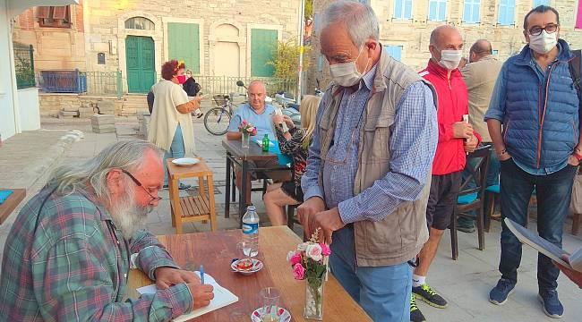"""Yazar Ahmet Önel """"Foça Mektupları""""nı söyleşiyle imzaladı"""