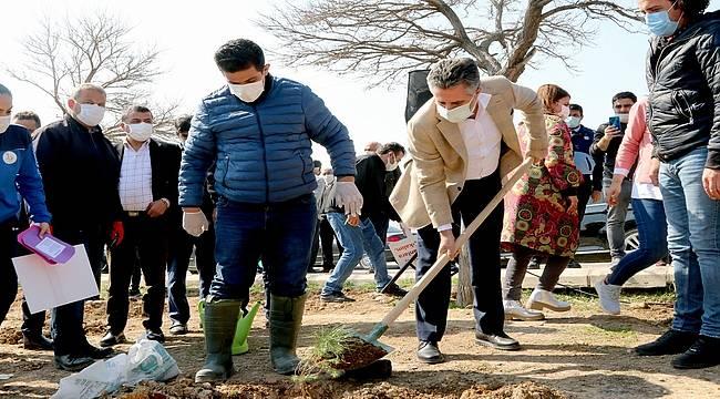 Başkan Sandal, çocuklar ve sporcularla fidan dikti