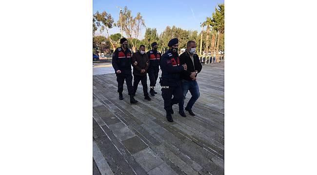 Foça'da 3 saatte 3 hırsızlık olayına karışan 2 şüpheliye güvenlik kamerası yakalattı