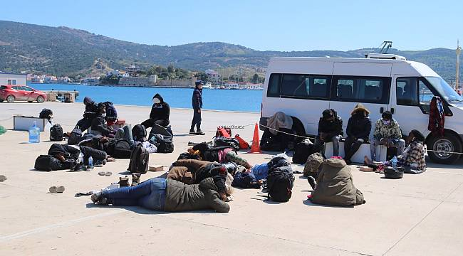 Foça açıklarında 23 umut yolcusu kurtarıldı