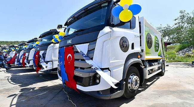 İzmir'de temizlik seferberliği sürüyor: Büyükşehir'den Buca'ya 28 araçlık filo desteği