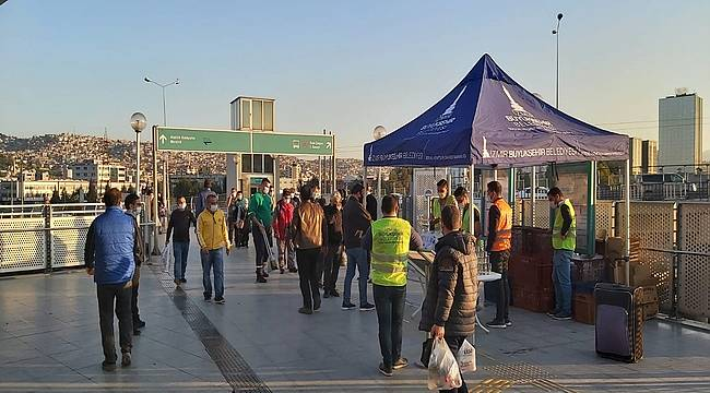 Metro yolcularına iftar paketi