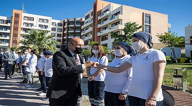 """Başkan Soyer belediye çalışanlarıyla bayramlaştı: """"Umudu yeşertmek mecburiyetindeyiz"""""""
