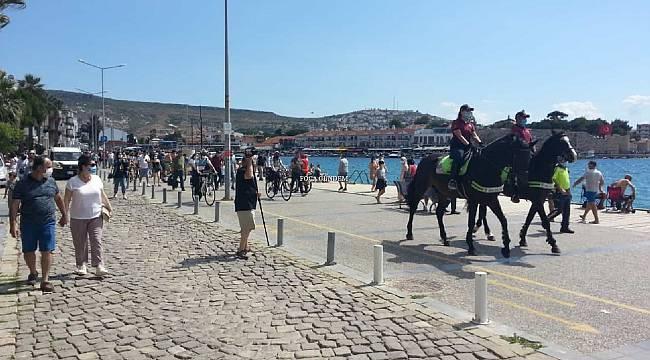 Foça'da atlı polisler göreve başladı