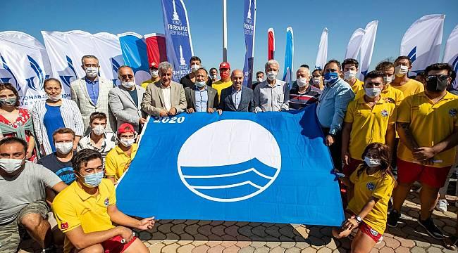 Foça Kumburnu ile Yeni Foça Halk Plajı'na MAVİ BAYRAK