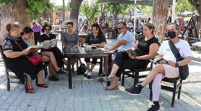 Foça'da bağımlılıkla mücadele için kitap okuma etkinliği düzenlendi