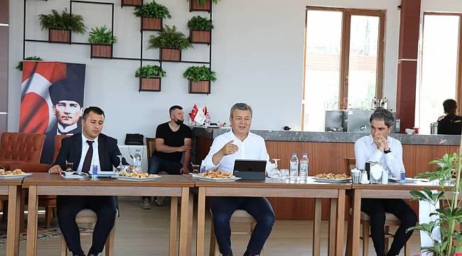 İzmir İl Tarım ve Orman Müdürü Mustafa Özen, Kınık'ta muhtarlarla buluştu