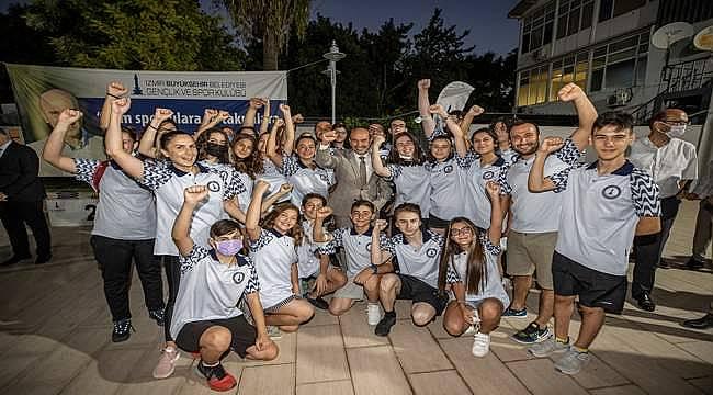 Başkan Soyer sporcularla bir araya geldi
