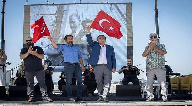 Batur, İzmir'den barış ve iktidar mesajı verdi